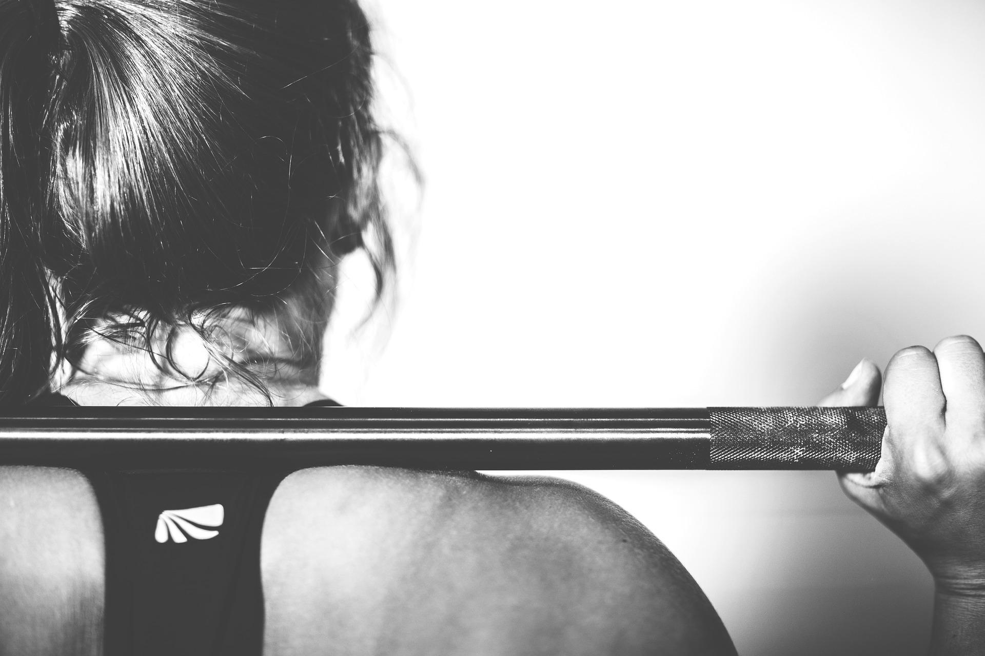 Musculação ajudam mulheres na menopausa a diminuírem as ondas de calor